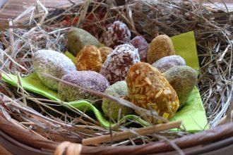 Rohvegane Mandel-Aprikosen-Ostereier