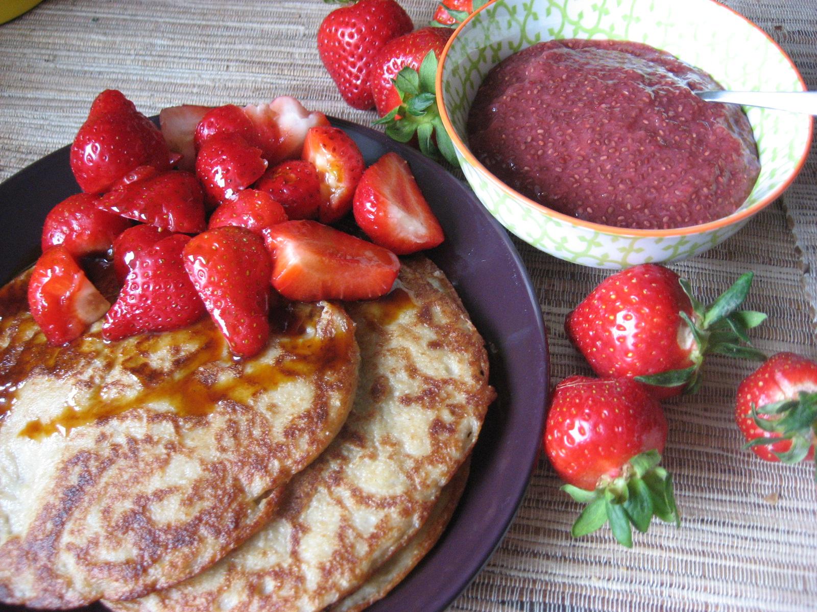 Vegane Pfannkuchen und Erdbeer-Rohkost-Marmelade